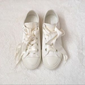 NWT White Converse Sneakers White Ribbon Laces